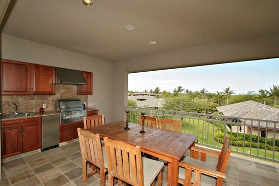 Villages At Mauna Lani: Built-in Wet Bar and BBQ