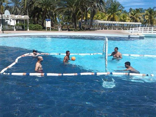 Laguna Mar: Voleibol en la Piscina de Entretenimiento