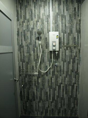 Marquee Guest Houzz: Hot Shower