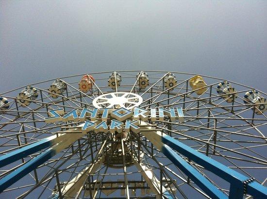 Santorini Park: The Iconic ferris wheel
