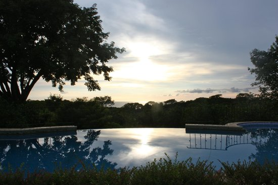 Hotel Luna Azul: Sunset from the pool area!