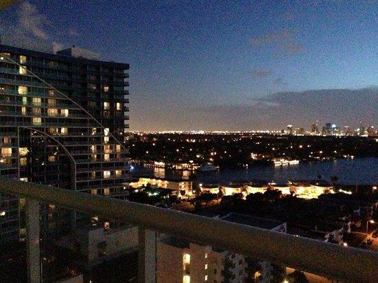 Hilton Fort Lauderdale Beach Resort: Wrap around balcony with the best view, day or night