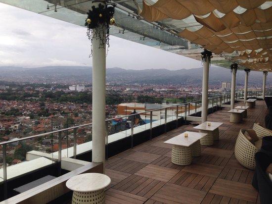 The Trans Luxury Hotel Bandung: The 18th resto n bar
