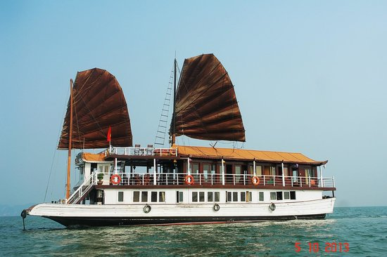 Annam Junk - Halong Bay Day Tour