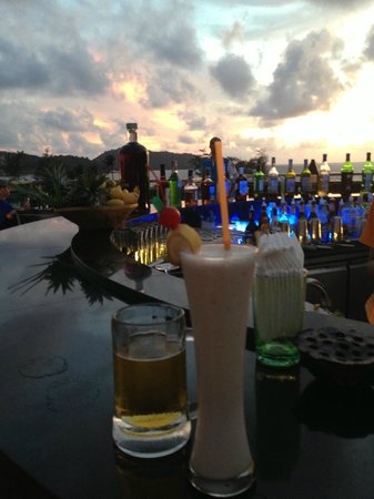 The KEE Resort & Spa: Yummy Drinks at the Skybar - Happy Hour!