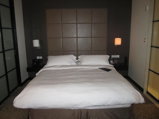 Address Dubai Mall: Bedroom
