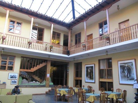 BEST WESTERN Los Andes De America: Atrium area