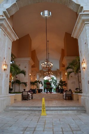 Royal Hideaway Playacar: Foyer