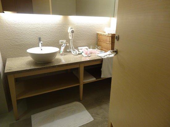 Beauty Inn: Spacious bathroom