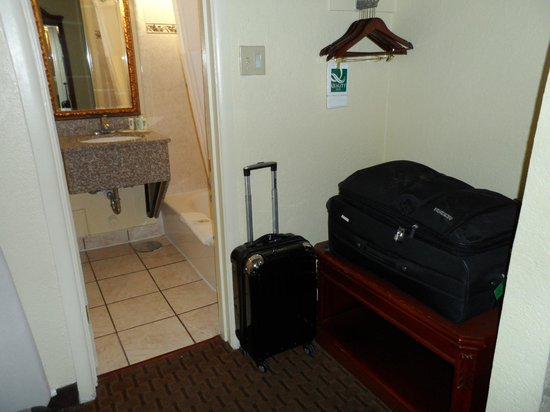 Quality Inn & Suites Airport: The closet/changing area.