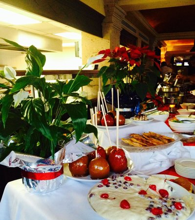 Misquote Pizza Grill at La Mision Hotel: Great Christmas buffet