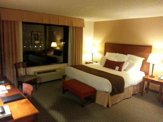 Coast Wenatchee Center Hotel : King room 725