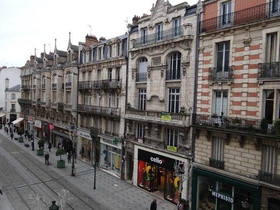 Hôtel de l'Abeille : street view