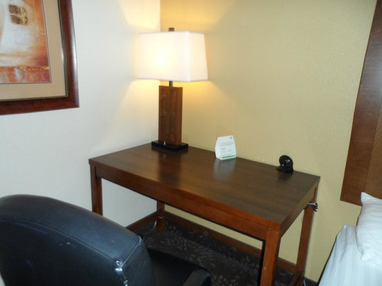 Best Western Plus El Paso Airport Hotel & Conference Center: Work area.