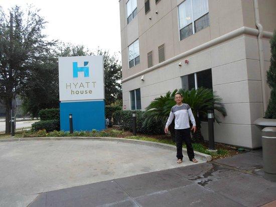 HYATT house Houston/Galleria: Bom atendimento, limpeza, conforto e café da manha.