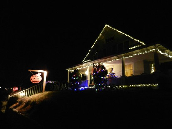 Apple Country Inn: Christmas Lights