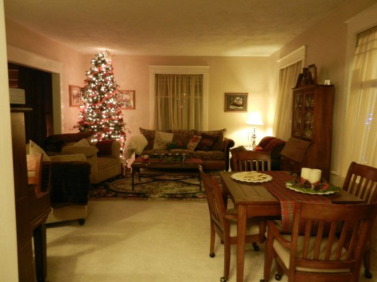 Apple Country Inn: Livingroom with cookies