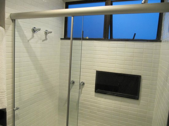 Mar Ipanema Hotel: Shower recess