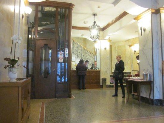 Hotel Continental Genova : Lobby