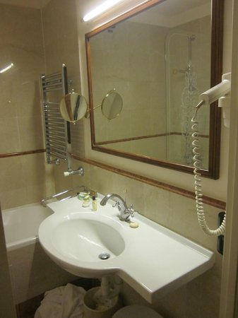 Hotel Continental Genova : Ensuite bath