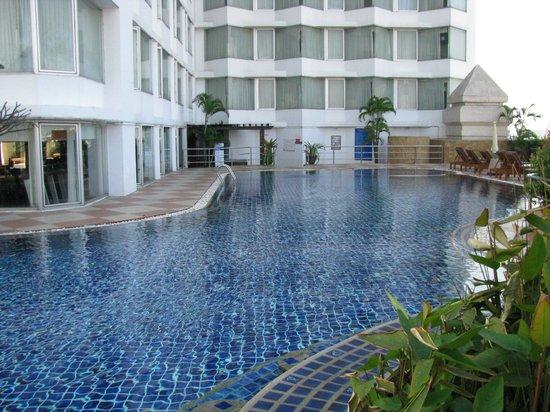 Duangtawan Hotel Chiang Mai : Stor fin pool