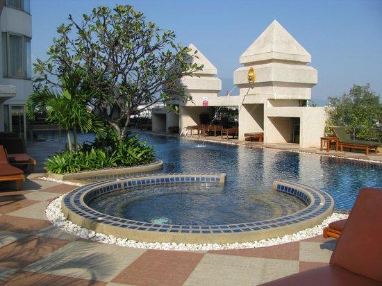 Duangtawan Hotel Chiang Mai : Poolen.