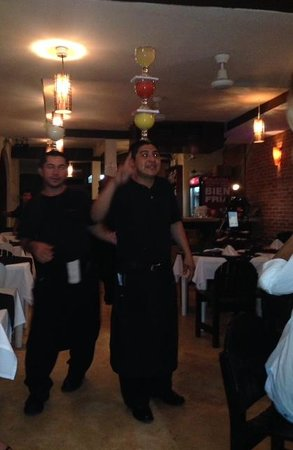 Carboncitos: talented waiters