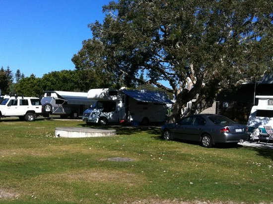 Dicky Beach Family Holiday Park: Camp site near amenity block