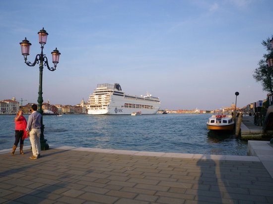 Hilton Molino Stucky Venice Hotel : view while waiting for the shuttle