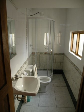 Pirwa Posada del Corregidor: Quad room - bathroom