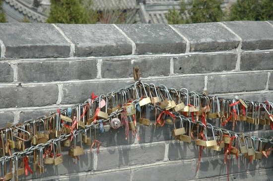 Hiking the Wall - Day Tours: The series of padlocks in some parts of the wall.