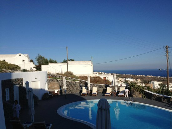 Finikia's Place: View of the pool area