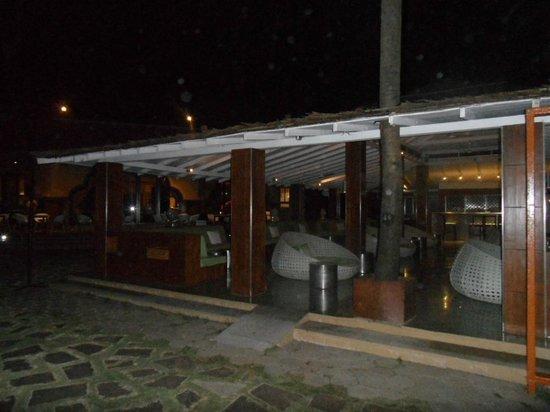 Vivanta by Taj - Fort Aguada, Goa: Open Bar