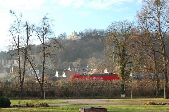 Berghotel Wilhelmsburg: Ansicht des Hotels aus der Stadt Bad Kösen