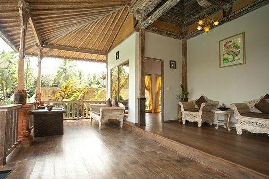 Pondok Sebatu Villa: Balcony