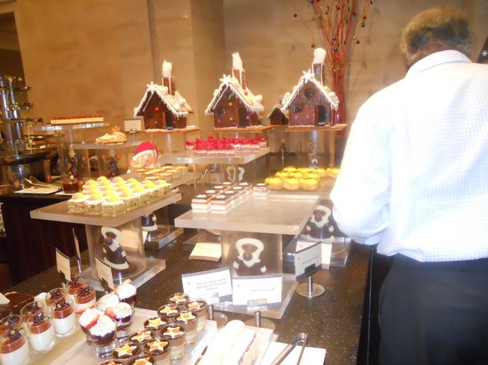 Madras Pavilion : Dessert counter with Chocolate Houses
