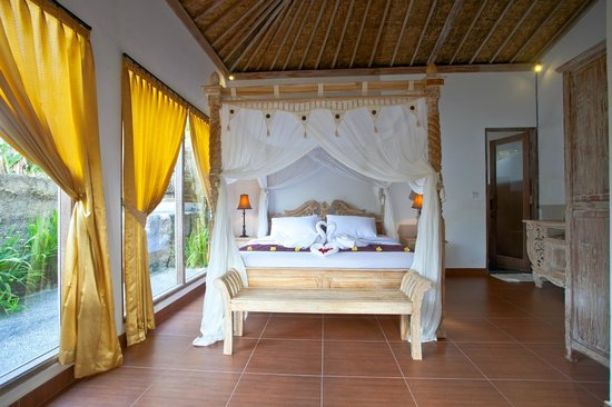 Pondok Sebatu Villa: Room with Balinese style
