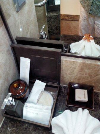 Anantara Riverside Bangkok Resort: Toiletries