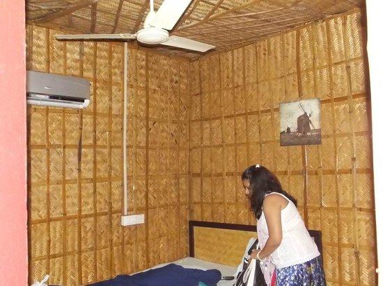 Vedanta Wake Up - Helipad North Cliff: Room