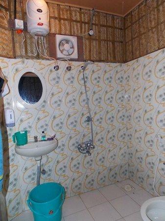 Vedanta Wake Up - Helipad North Cliff : Bathroom