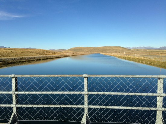 Mt. Cook Alpine Salmon Farm : River for the salmon farm