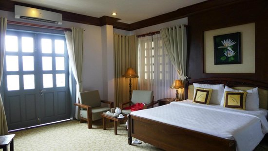 MerPerle SeaSun Hotel : Great room with high ceilings, very spacious & clean! Felt cozy & comfortable