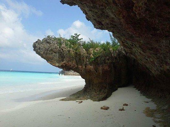 Hideaway of Nungwi Resort & Spa: Costone roccioso con bassa marea