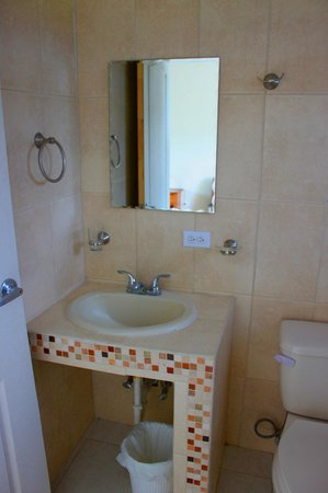 Hostal Victoria Volcan Chiriqui: Beautiful Bathroom, very clean.