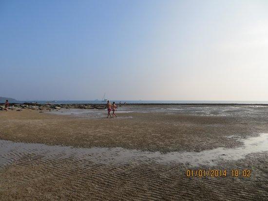 Nakamanda Resort & Spa: Beach at Low Tide