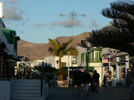 TUI SENSIMAR Natura Palace & SPA: In Playa Blancas Fußgängerzone