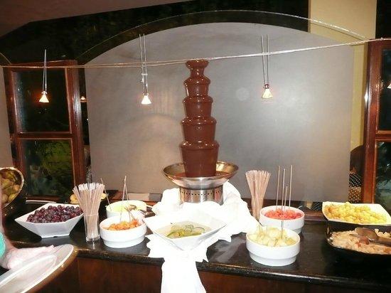 TUI SENSIMAR Natura Palace & SPA: An einem Abend gab es zusätzlich zum Dessertbuffet einen Scholoadenbrunnen!