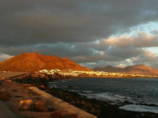 TUI SENSIMAR Natura Palace & SPA: Blick auf Playa Blanca vom Leuchtturm aus!