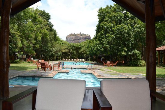 Hotel Sigiriya: View on the Rock from the bar.