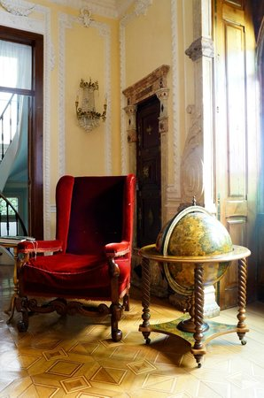 Palacete Chafariz D'El Rei : A corner of the living room.